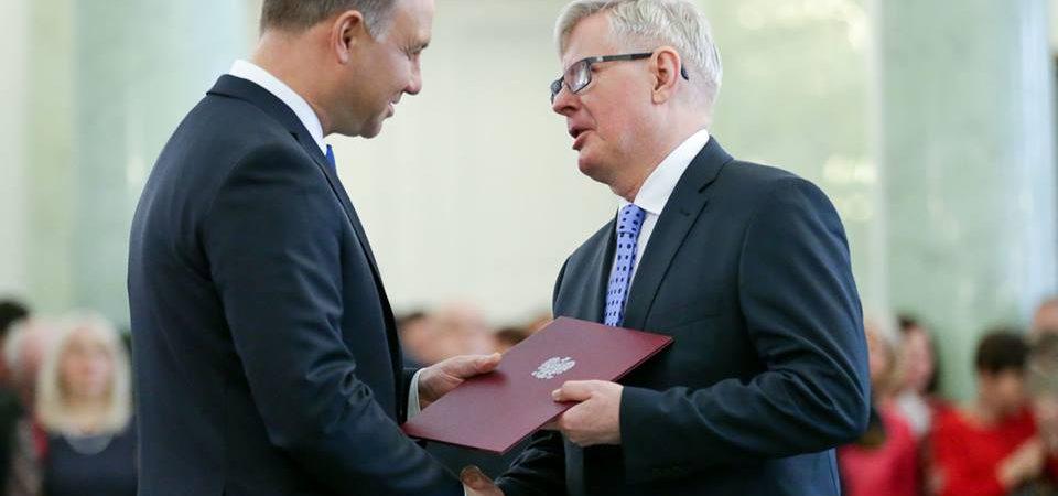 Profesor Zbigniew Rybak otrzymał z rąk Prezydenta Andrzeja Dudy nominację profesorską service thumbnail